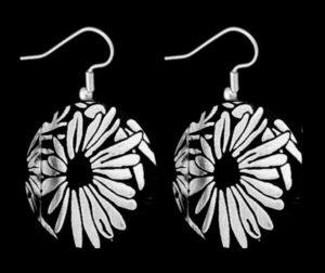 der1-daisy-simple-earrings